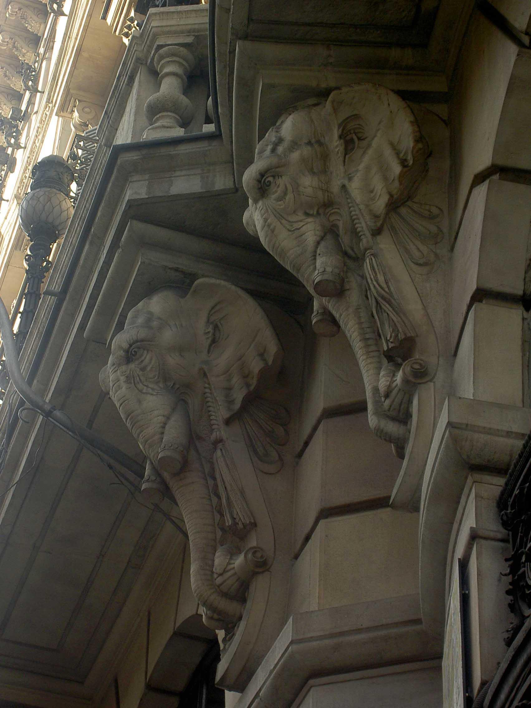 Bancos Espanhol de crédito - Colunas de elefantes