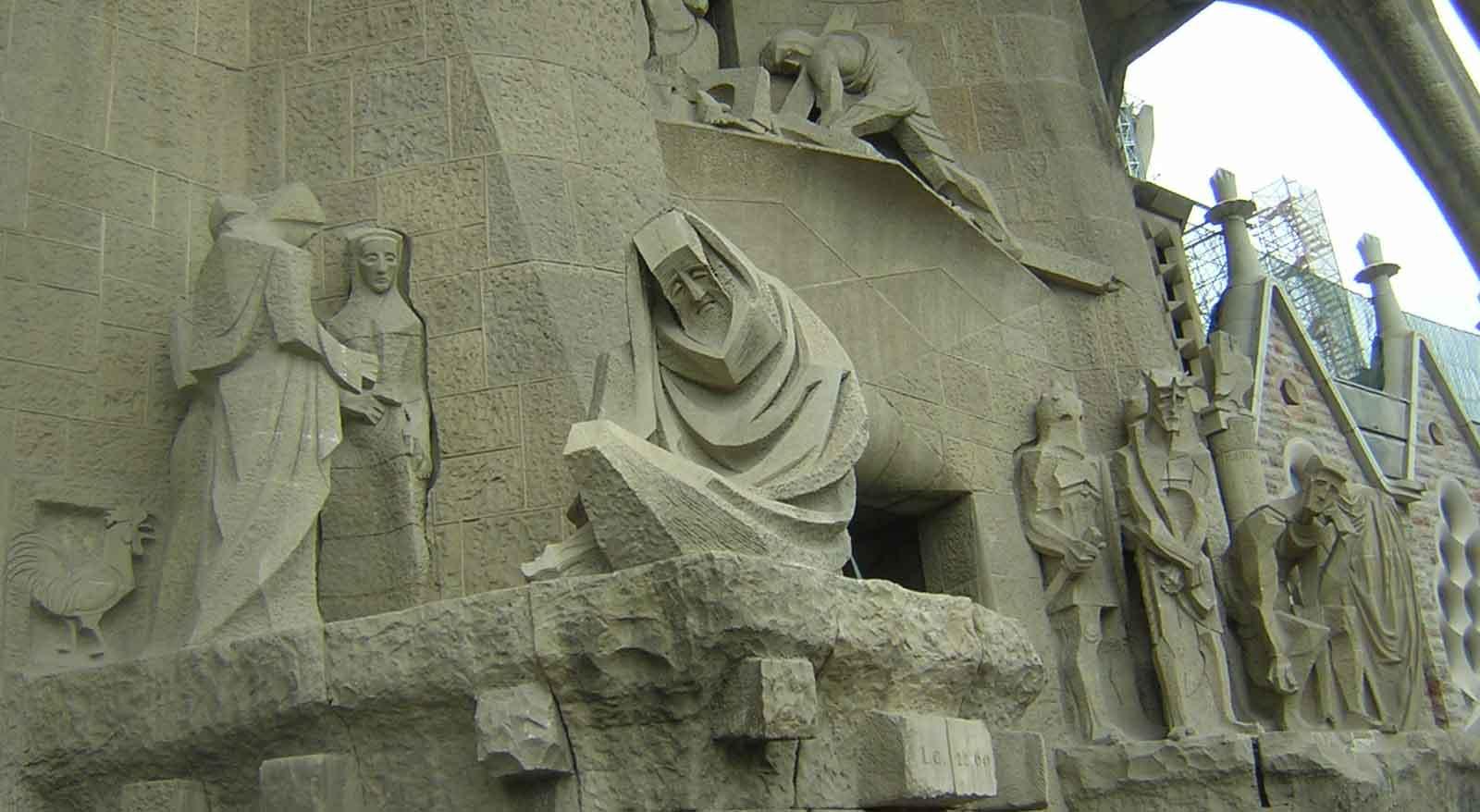 Barcelona um dia a la gaud - Estilo sagrada familia ...