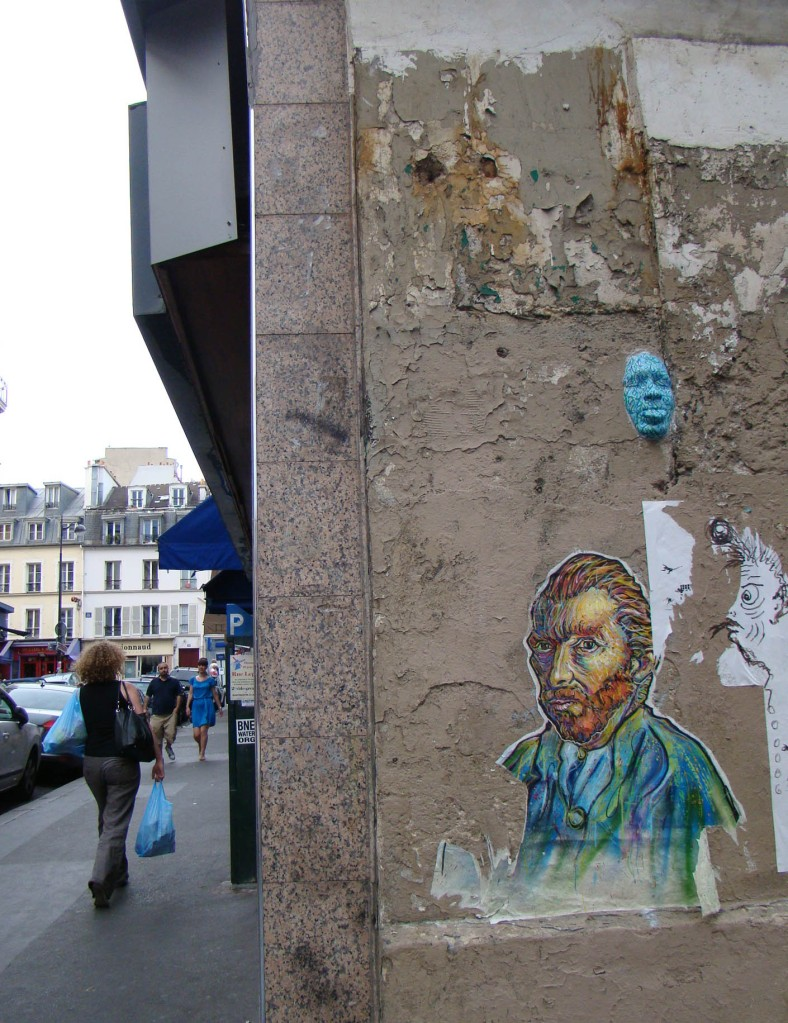 Máscara: arte de rua em Montmatre