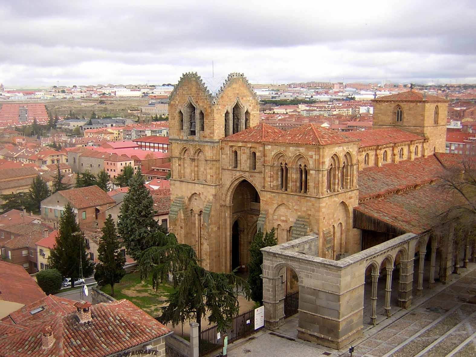 Basílica de São Vicente – ou Basílica dos santos mártires Vicente Sabina y Cristeta