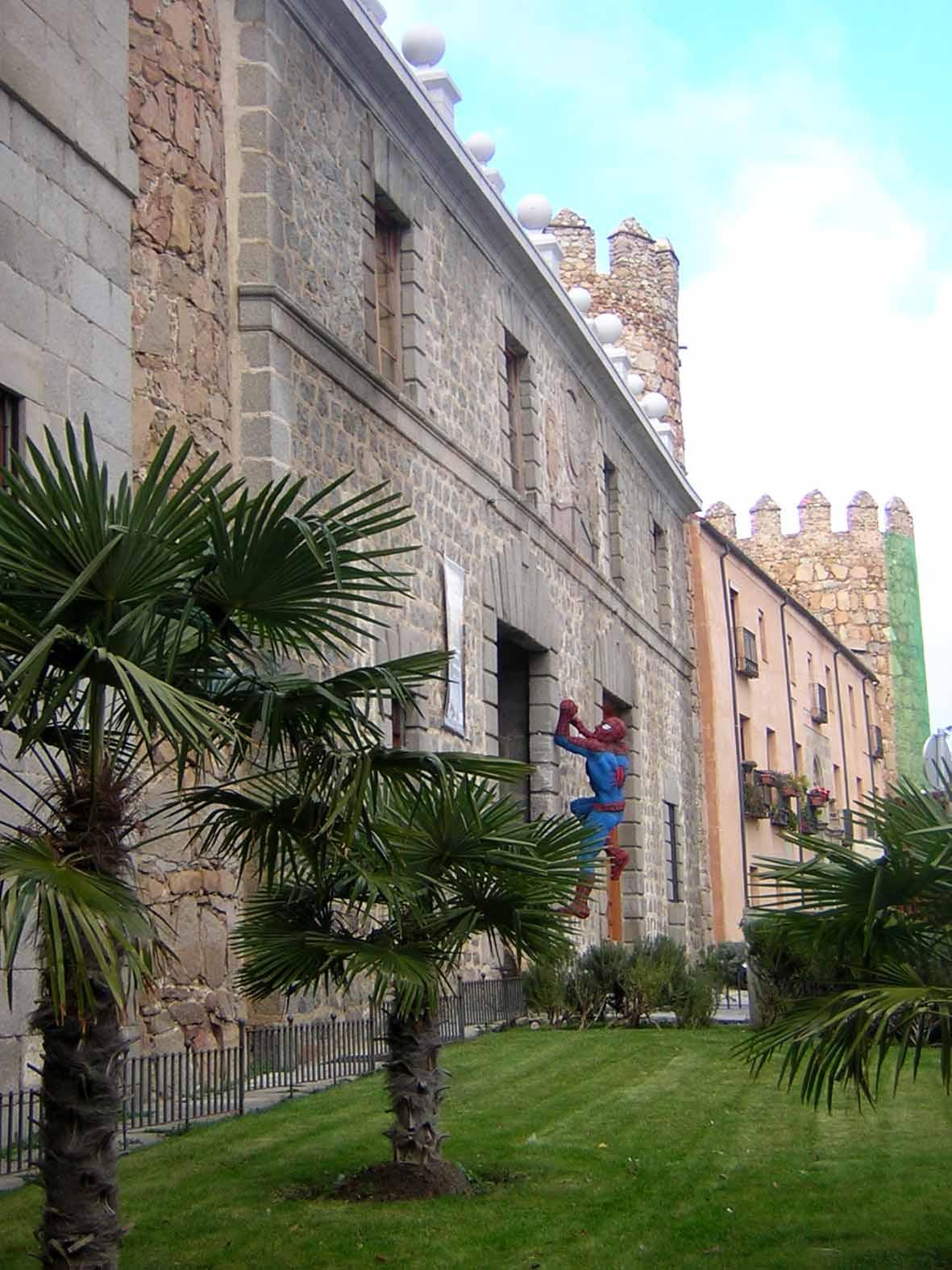 Homem Aranha na muralha de Ávila