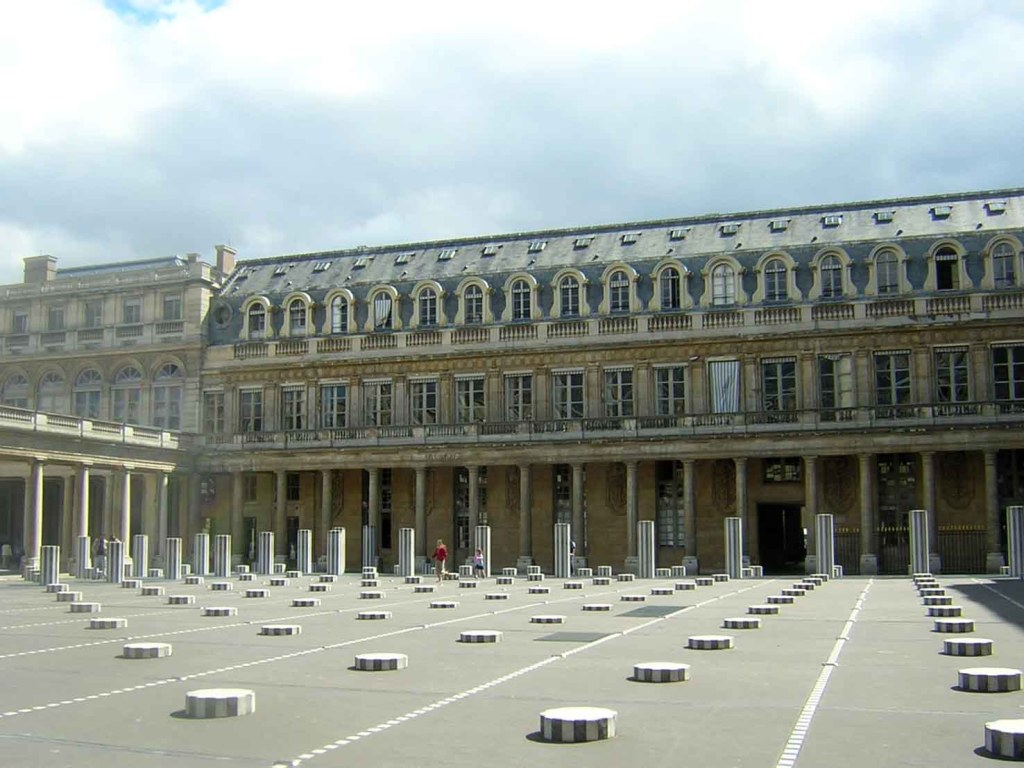 Colunas no Palais Du Royal - Paris