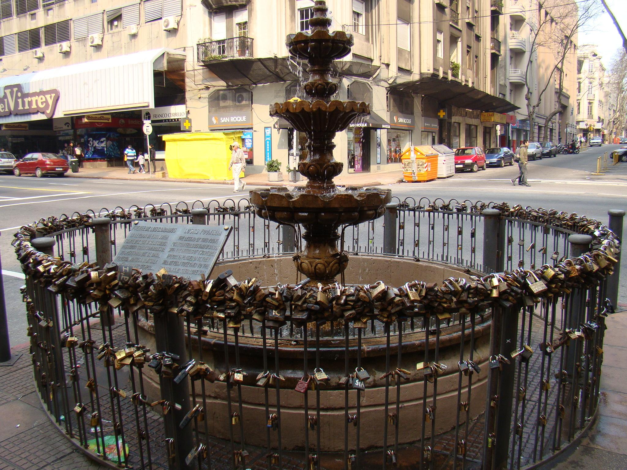 fonte dos Candados na Avenida 18 de Julho - Montevidéu