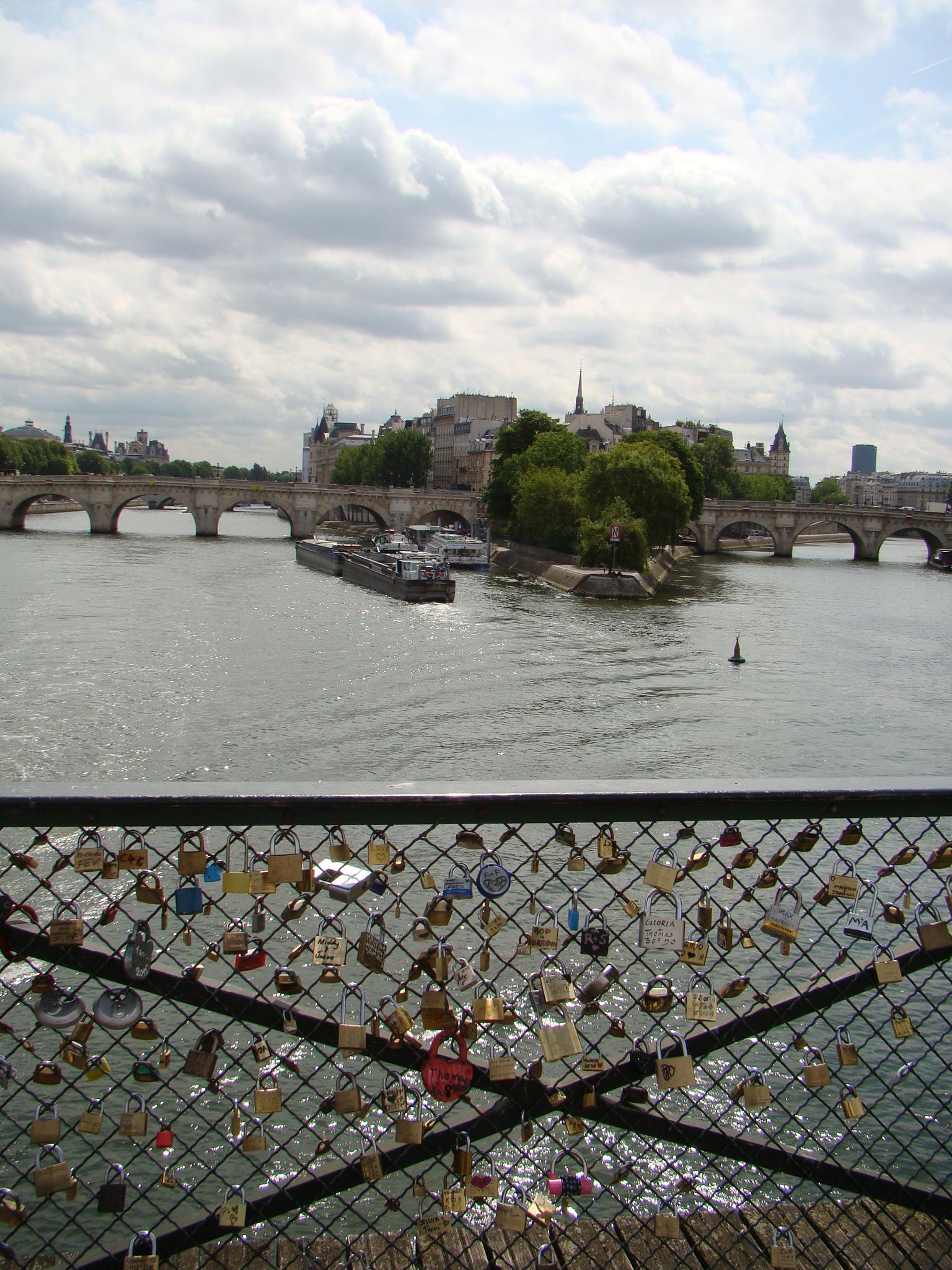Cadeados em Pont des Arts - Paris