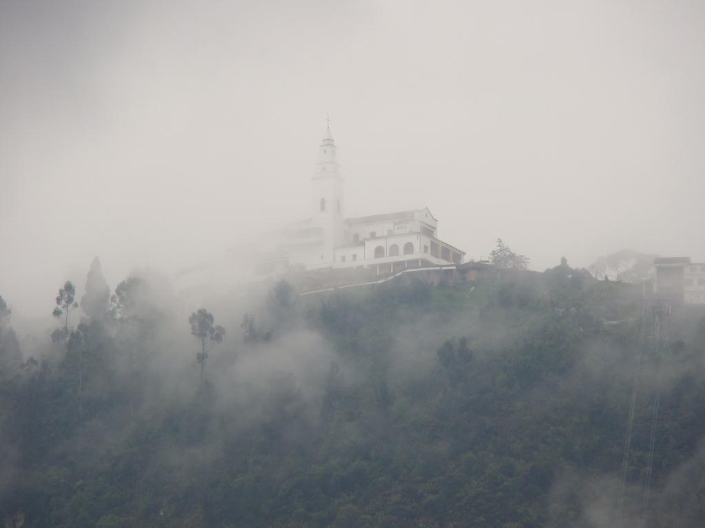 Montserrat Vista do Museu Botero